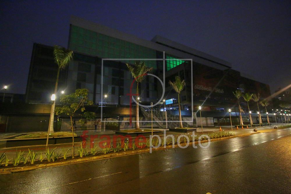 Curitiba(PR) 29/11/2016 O Clube Atlético Paranaense (CAP) iluminou, nesta terça-feira (29), a Arena da Baixada com luzes verdes, as cores predominantes da Chapecoense, em homenagem às vítimas do acidente aéreo que matou 75 pessoas na Colômbia.. Foto:Gisele Pimenta/Framephoto
