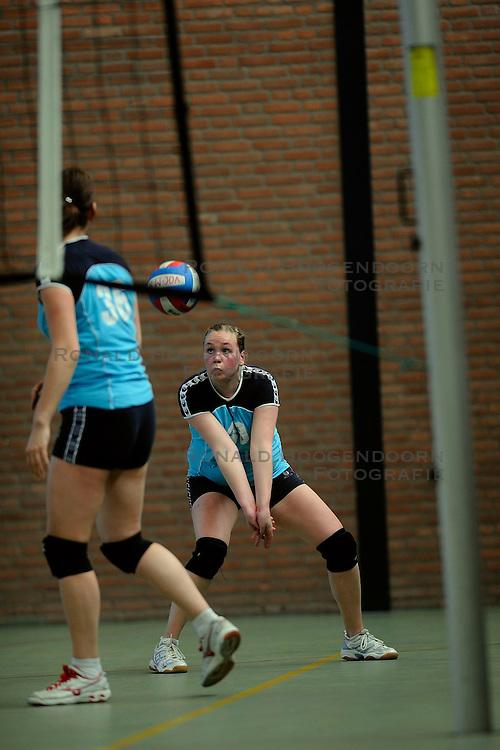 21-03-2009 VOLLEYBAL: VOC MAARSSEN: MAARSSEN<br /> VOC Maarssen D1 speelde tegen Volleer D2 en wonnen met 3-0 / <br /> &copy;2009-WWW.FOTOHOOGENDOORN.NL