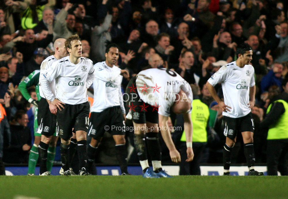 LONDON, ENGLAND - Tuesday, December 4, 2007: Everton players look dejected as Chelsea's Shaun Wright-Phillips scores the winning goal during the League Cup Semi-Final 1st Leg match at Stamford Bridge. (Pic by Chris Ratcliffe/Propaganda)