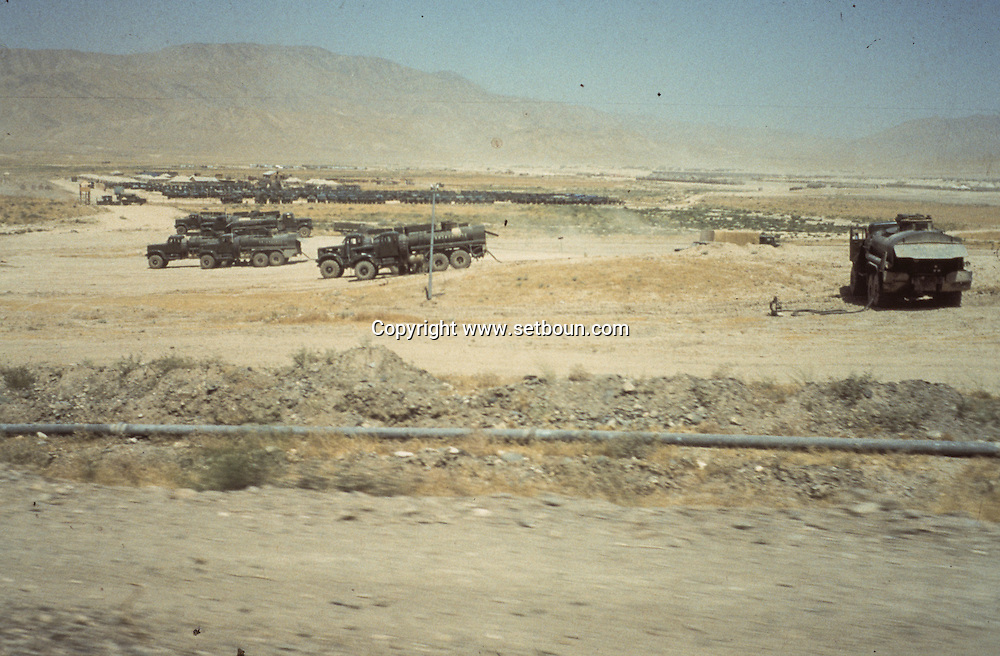 Afghanistan. army convoy , tanks, trucks, russian occupation in  Peshawar  Afghanistan  / convois, chars, Occupation russe en Afghanistan  Peshawar  Afghanistan / AFG28617 2