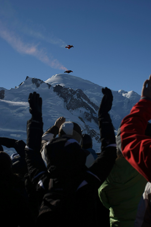 OutddoorGames Air show at  the Aiguille du Midi Copyright OutdoorGames.org/CMargot