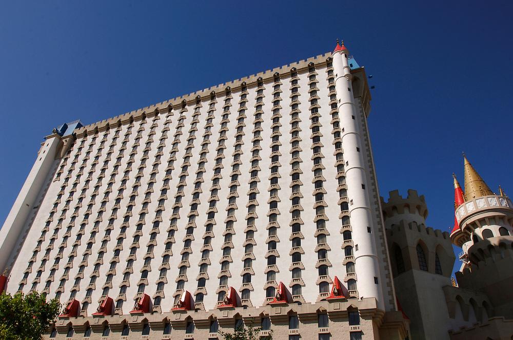 USA Nevada Las Vegas Excalibur Casino und Hotel Las Vegas Boulevard  The Strip Nachtleben shopping Touristen Tourismus (Farbtechnik sRGB 34.74 MByte vorhanden) Geography / Travel .