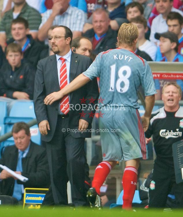 BIRMINGHAM, ENGLAND - Sunday, August 31, 2008: Liverpool's manager Rafael Benitez and Dirk Kuyt during the Premiership match against Aston Villa at Villa Park. (Photo by David Rawcliffe/Propaganda)