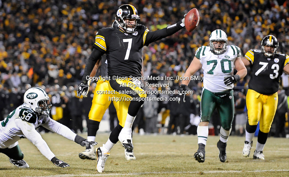 Jan. 23, 2011 - Pittsburgh, Pennsylvania, U.S. - Steelers Ben Roethlisberger runs into the end zone for a touchdown against the Jets in the second quarter Sunday night during the AFC championship at Heinz Field