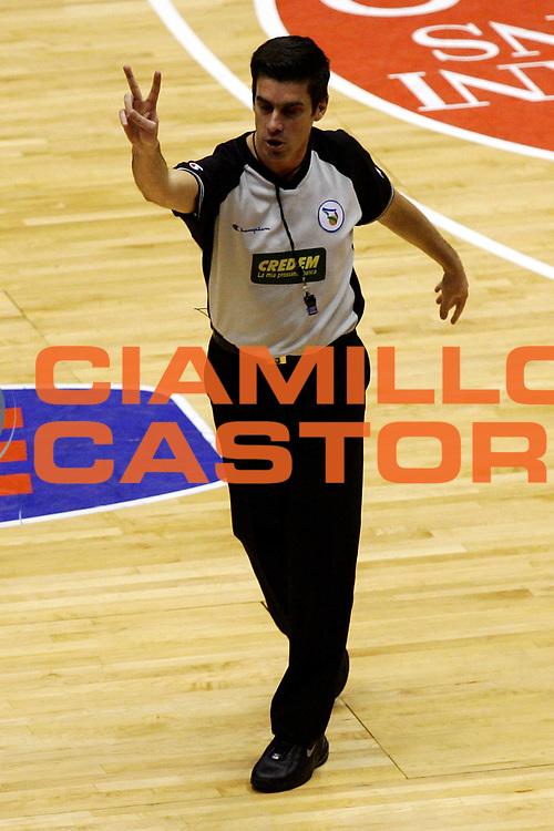 DESCRIZIONE : Milano Lega A1 2006-07 Armani Jeans Milano Montepaschi Siena<br /> GIOCATORE : Arbitro<br /> SQUADRA : <br /> EVENTO : Campionato Lega A1 2006-2007<br /> GARA : Armani Jeans Milano Montepaschi Siena<br /> DATA : 07/01/2007<br /> CATEGORIA : <br /> SPORT : Pallacanestro<br /> AUTORE : Agenzia Ciamillo-Castoria/L.Lussoso