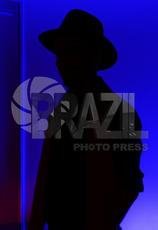 SAO PAULO SP, 17.08.2013 -  Nando Reis  no camarim antes de participar do 4º Festival Nova Brasil FM, realizado neste sabado 17, no Espaço Anhembi em  Sao Paulo,  (FOTO: ALAN MORICI / BRAZIL PHOTO PRESS).