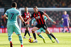 Dan Gosling of Bournemouth is challenged by Lucas Torreira of Arsenal - Rogan/JMP - 25/11/2018 - FOOTBALL - Vitality Stadium - Bournemouth, England - Bournemouth v Arsenal - Premier League.