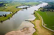 Nederland, Utrecht, Lek, 28-06-2006; luchtfoto (25% toeslag rivier de Lek ter hoogte van Lopikerkapel (direkt ten Westen van Vianenmeanderende rivier met strekdammen (kribben) die dichtslibben van de vaargeul moeten voorkomen; afzetten van sediment (aanslibben) goed zichtbaar in de voorgrond; de Lek is niet allen belangrijk voor de beroepsvaart, maar ook voor recreatie: links en rechts van de rivier jachthaven met camping; binnenvaart, infrastructuur; verkeer en vervoer, waterbouw, binnenvaart.luchtfoto (toeslag aerial photo (additional fee required .foto Siebe Swart / photo Siebe Swart