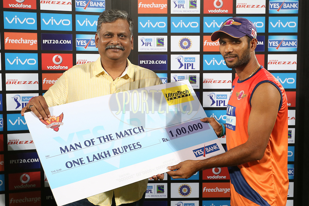 Ashok Dinda of Rising Pune Supergiants receives the Man of the Match Award during match 22 of the Vivo IPL 2016 (Indian Premier League) between the Sunrisers Hyderabad and the Rising Pune Supergiants held at the Rajiv Gandhi Intl. Cricket Stadium, Hyderabad on the 26th April 2016<br /> <br /> Photo by Shaun Roy / IPL/ SPORTZPICS