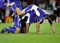 Fotball, 1. juli 2004, Tsjekkia - Hellas, EM semifinale, Euro 2004, Die Griechen jubel ueber den Finaleinzug Traianos Dellas Torschuetze und Konstantinos Katsouranis