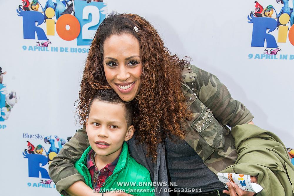 NLD/Amsterdam/20140406 - Inloop filmpremière Rio 2, Glenns Grace en zoon Anthony