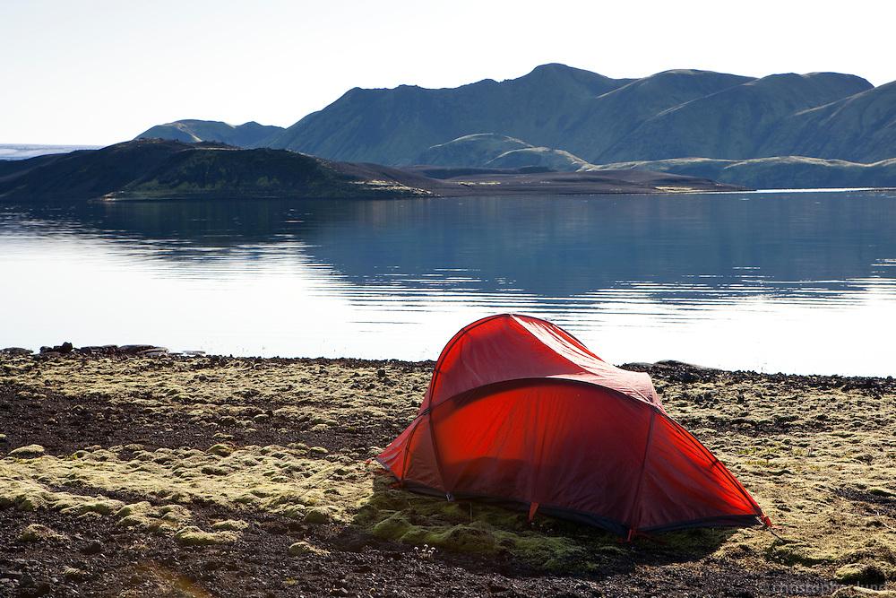 Tjöld við Streðvík í Langasjó. Fögrufjöll í baksýn. Camping by lake Langisjor.