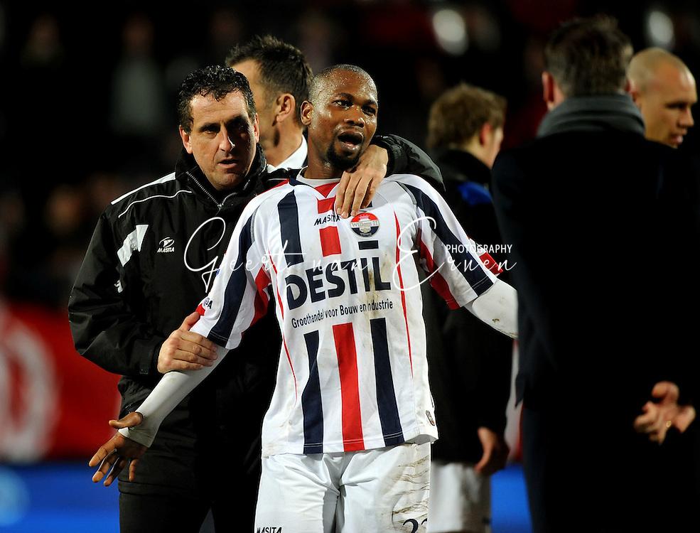 14-03-2009 Voetbal:Willem II:FC Twente:Tilburg<br /> Marko Arautovic pakt provocerend Kargbo vast en bedankt hem voor het doelpunt. Het zou uitmonden na afloop in een opstootje tussen beiden<br /> Foto: Geert van Erven