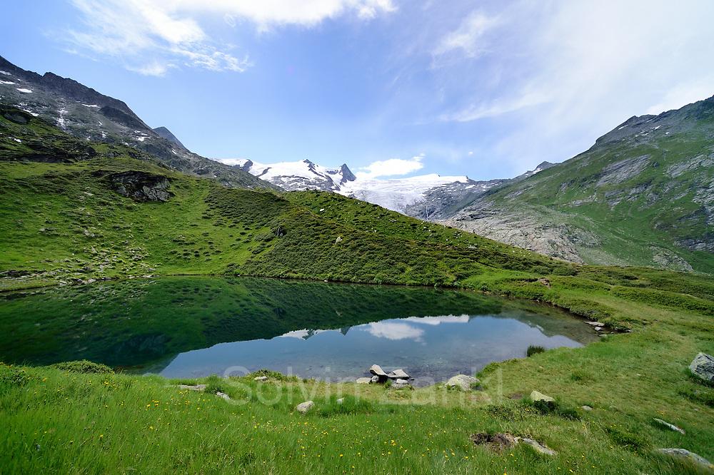 Mountain lake (Salzbodensee) with Glacier (Schlatenkees, Großglockner) in the background. High Tauern National Park (Nationalpark Hohe Tauern), Central Eastern Alps, Austria | Salzbodensee mit Blick auf das Schlatenkees ein Gletscher am Großglockner. Nationalpark Hohe Tauern, Osttirol in Österreich