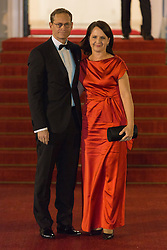 Michael Müller mit seiner Frau Claudia  bei der Ankunft zum Abendessen im Schloss Bellevue in Berlin / 051016<br /> <br /> ***State visit of the Swedish Royal Couple in Germany: Dinner at Bellevue Palace in Berlin, October 5, 2016***
