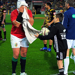 Rory Best towels off during the 2017 DHL Lions Series rugby match between the Hurricanes and British & Irish Lions at Westpac Stadium in Wellington, New Zealand on Tuesday, 27 June 2017. Photo: Dave Lintott / lintottphoto.co.nz