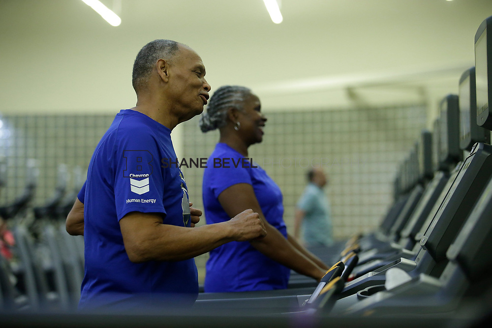 11/8/17 7:37:20 PM --  Charles and Shonda at Healthzone at SFHS. <br /> <br /> Photo by Shane Bevel
