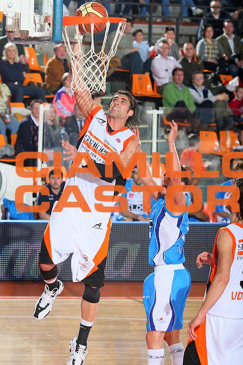 DESCRIZIONE : Udine Lega A1 2007-08 Snaidero Udine Eldo Napoli <br /> GIOCATORE : Christian Di Giuliomaria <br /> SQUADRA : Snaidero Udine <br /> EVENTO : Campionato Lega A1 2007-2008 <br /> GARA : Snaidero Udine Eldo Napoli <br /> DATA : 20/04/2008 <br /> CATEGORIA : Tiro Super<br /> SPORT : Pallacanestro <br /> AUTORE : Agenzia Ciamillo-Castoria/S.Silvestri <br /> Galleria : Lega Basket A1 2007-2008 <br />Fotonotizia : Udine Campionato Italiano Lega A1 2007-2008 Snaidero Udine Eldo Napoli <br />Predefinita :