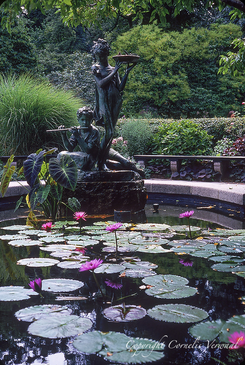Fountain at the Central Park Conservatory Garden. It is a memorial tribute toFrances Hodgson Burnett,author of the children's classics The Secret Garden and Little Lord Fauntleroy.