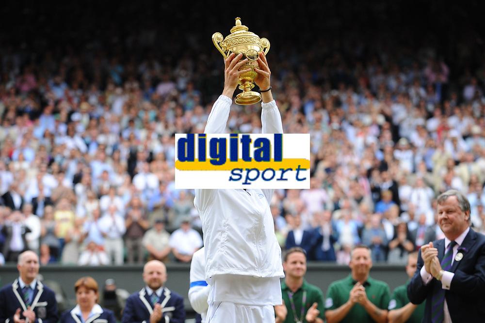 TENNIS - GRAND SLAM - WIMBLEDON CHAMPIONSHIPS 2011 - LONDON (GBR) - FINAL MEN - 03/07/2011 - PHOTO : ANTOINE COUVERCELLE / TENNIS MAG / DPPI - NOVAK DJOKOVIC (SER) DEF RAFAEL NADAL (SPA)