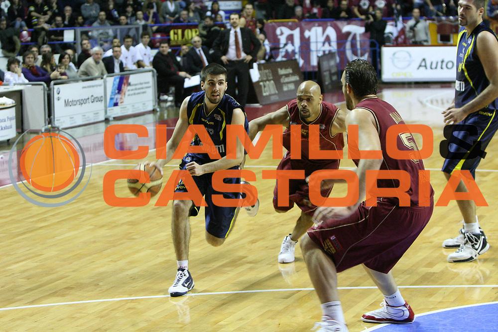 DESCRIZIONE : Venezia Lega A2 2009-10 Umana Reyer Venezia Bialetti Scafati<br /> GIOCATORE : Ariel Filloy<br /> SQUADRA : Bialetti Scafati <br /> EVENTO : Campionato Lega A2 2009-2010<br /> GARA : Umana Reyer Venezia Bialetti Scafat<br /> DATA : 24/01/2010<br /> CATEGORIA : Palleggio<br /> SPORT : Pallacanestro <br /> AUTORE : Agenzia Ciamillo-Castoria/G.Contessa<br /> Galleria : Lega Basket A2 2009-2010 <br /> Fotonotizia : Venezia Campionato Italiano Lega A2 2009-2010 Umana Reyer Venezia Bialetti Scafati<br /> Predefinita :