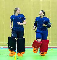 VIANEN - Joyce Sombroek met Karlijn Adank tijdens warming up van de keepers,  v Zaalhockey Laren-Oranje Rood dames.  COPYRIGHT KOEN SUYK