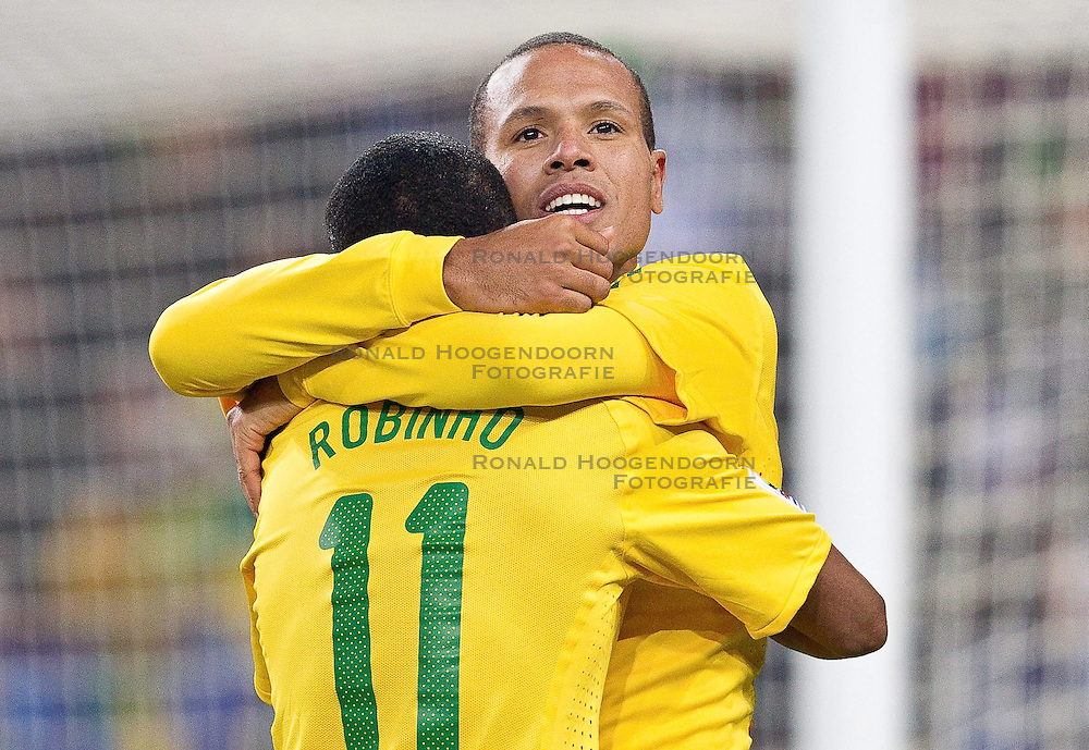 20-06-2010 VOETBAL: FIFA WORLDCUP 2010 BRAZILE - IVOORKUST: JOHANNESBURG <br />  Luis Fabiano and Robinho of Brazil<br /> ©2010-FRH- NPH/ Vid Ponikva (Netherlands only)