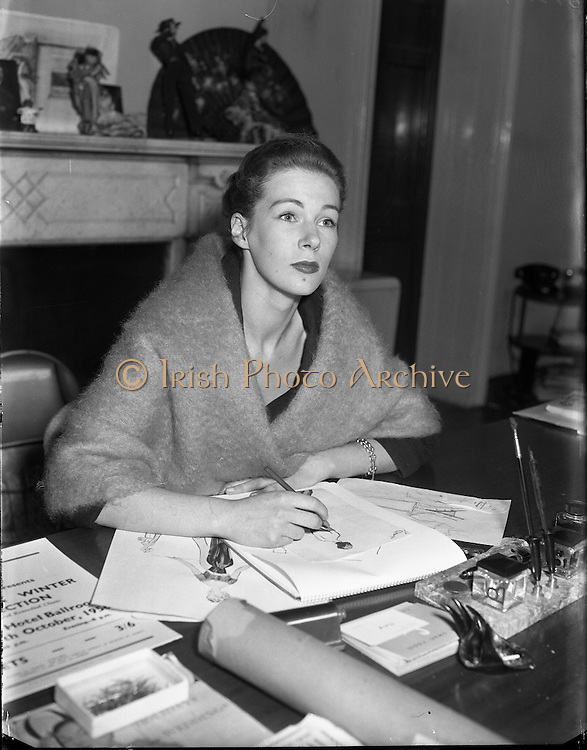 Clodagh Phibbs, <br /> 18 Year old dress designer, first fashion show at Hibernian. <br /> 5th October 1956.<br /> <br /> 05/10/1956