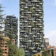 Bosco verticale torri residenziali disegnate da Boeri Studio facenti parte del Progetto Porta Nuova inserito nel centro Direzionale di Milano. La peculiarità di queste costruzioni sarà la presenza rispettivamente di oltre 900 specie arboree (550 alberi nella prima torre e 350 nella seconda, circa) sugli 8 900 m² di terrazze Porta Nuova-Isola-Garibaldi