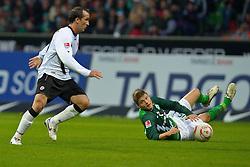 13.11.2010, Weser Stadion, Bremen, GER, 1.FBL, Werder Bremen vs 1. FC Eintracht Frankfurt im Bild Theofanis Gekas (Frankfurt #21) Sebastian Prödl / Proedl ( Werder #15)    EXPA Pictures © 2010, PhotoCredit: EXPA/ nph/  Kokenge+++++ ATTENTION - OUT OF GER +++++