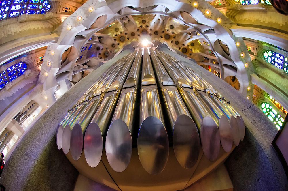 Órgano del del Templo Expiatorio de la Sagrada Familia en Barcelona. Organ of the Sagrada Família in Barcelona.