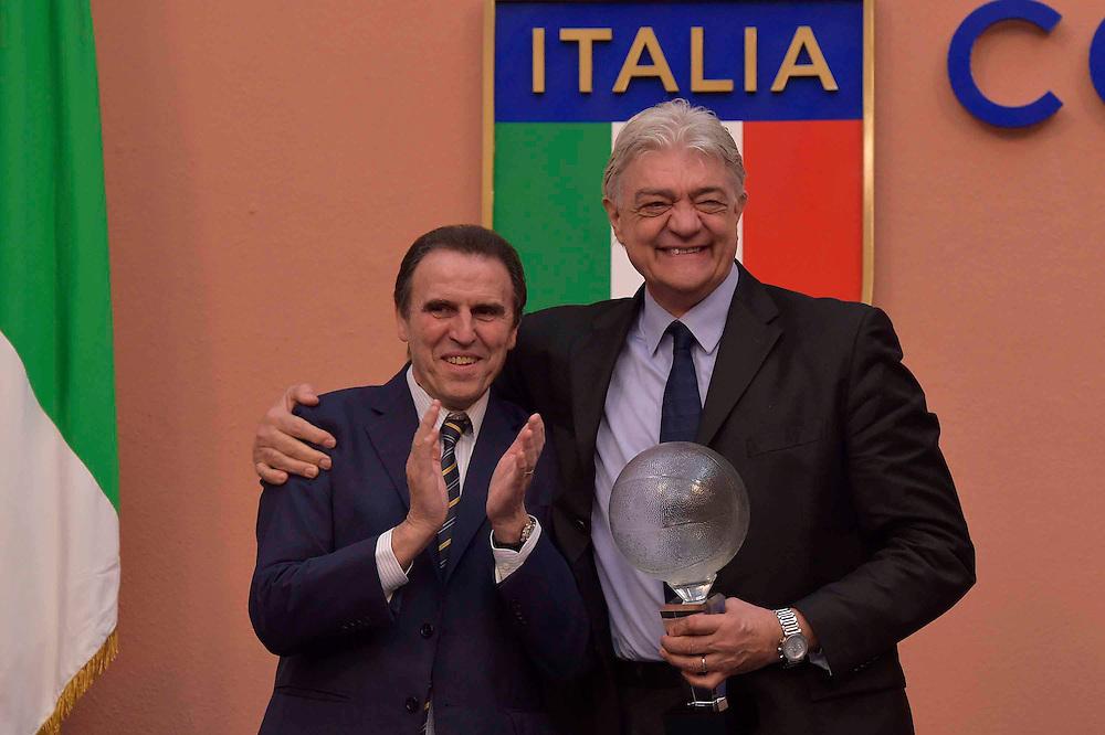 DESCRIZIONE : Roma Basket Day Hall of Fame 2014<br /> GIOCATORE : Fabrizio Della Fiori Carlo Recalcati<br /> SQUADRA : FIP Federazione Italiana Pallacanestro <br /> EVENTO : Basket Day Hall of Fame 2014<br /> GARA : Roma Basket Day Hall of Fame 2014<br /> DATA : 22/03/2015<br /> CATEGORIA : Premiazione<br /> SPORT : Pallacanestro <br /> AUTORE : Agenzia Ciamillo-Castoria/GiulioCiamillo