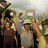 Tens of thousands of Taiwan's pro-independence opposition protest in the capital´s streets of Taipei  to President Ma Ying-jeou's China policies. Taipei, Taiwan, on Sunday May 17,2009/ Photographer: Bernardo De Niz/