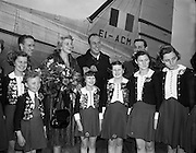 """Film Stars - Rosemary Clooney and Jose Ferrer on a visit to Ireland<br /> 22/01/1954<br /> <br /> José Vicente Ferrer de Otero y Cintrón (08/01/1912 – 26/01/1992), best known as José Ferrer, was a Puerto Rican actor, as well as a theater and film director. He was the first Hispanic actor to win an Academy Award.<br /><br />Rosemary Clooney (23/05/1928 – 29/06/2002) was an American singer and actress. She came to prominence in the early 1950s with the novelty hit """"Come On-a My House"""" which was followed by other pop numbers such as """"Botch-a-Me"""", """"Mambo Italiano"""", """"Tenderly"""", """"Half as Much"""", """"Hey There"""" and """"This Ole House"""", although she had success as a jazz vocalist. Clooney's career languished in the 1960s, partly due to problems related to depression and drug addiction, but revived in 1974, when her White Christmas co-star Bing Crosby asked her to appear with him at a show marking his 50th anniversary in show business. She continued recording until her death in 2002. She is the aunt of Academy Award winning actor George Clooney."""