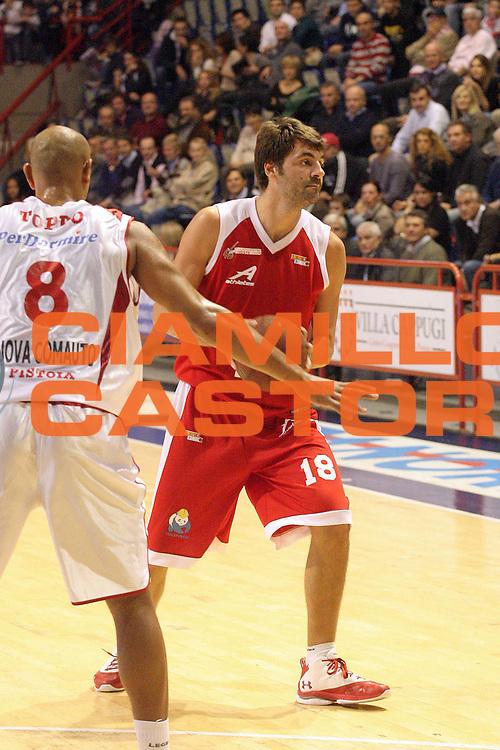 DESCRIZIONE : Pistoia Lega A2 2012-13 Giorgio Tesi Group Pistoia AcegasAps Trieste<br /> GIOCATORE : Gandini Luca <br /> SQUADRA : AcegasAps Trieste<br /> EVENTO : Campionato Lega A2 2012-2013<br /> GARA : Giorgio Tesi Group Pistoia AcegasAps Trieste<br /> DATA : 04/11/2012<br /> CATEGORIA : Palleggio<br /> SPORT : Pallacanestro<br /> AUTORE : Agenzia Ciamillo-Castoria/Stefano D'Errico<br /> Galleria : Lega Basket A2 2012-2013 <br /> Fotonotizia : Pistoia Lega A2 2011-2012 Giorgio Tesi Group Pistoia AcegasAps Trieste<br /> Predefinita :