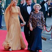 NLD/Amsterdam/20110527 - 40ste verjaardag Prinses Maxima, Koningin Beatrix en Prinses Maxima