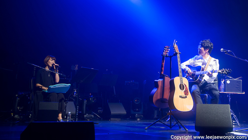 Musician Lee Hye-Jin (L) and South Korean singer-songwriter Baekja perform during a showcase for his third album at Seongsu art-hall in Seoul, South Korea, September 8, 2016. Photo by Lee Jae-Won (SOUTH KOREA)  www.leejaewonpix.com