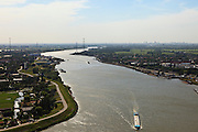 Nederland, Zuid-Holland, Lekkerkerk, 23-05-2011; rivier de Lek gezien naar het westen (naar Rotterdam) met aan weerszijden van de rivier de Alblasserwaard (links) en Krimpenerwaard.The river Lek seen in direction Rotterdam. luchtfoto (toeslag), aerial photo (additional fee required).copyright foto/photo Siebe Swart