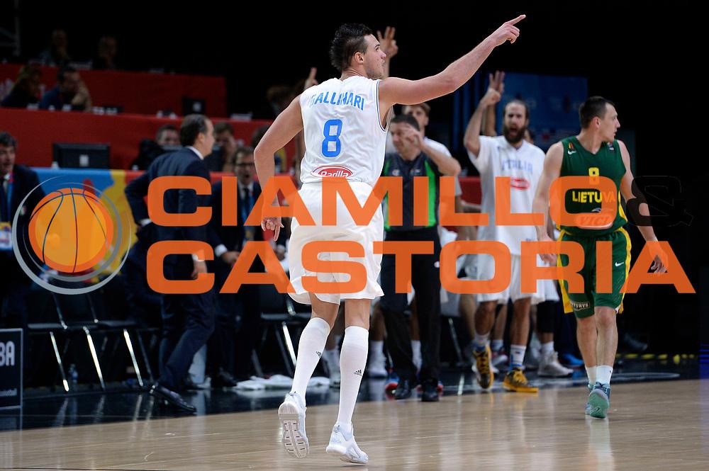 DESCRIZIONE : Lille Eurobasket 2015 Quarti di Finale Quarter Finals Lituania Italia Lithuania Italy<br /> GIOCATORE : Danilo Gallinari<br /> CATEGORIA : esultanza<br /> SQUADRA : Italia Italy<br /> EVENTO : Eurobasket 2015 <br /> GARA : Lituania Italia Lithuania Italy<br /> DATA : 16/09/2015 <br /> SPORT : Pallacanestro <br /> AUTORE : Agenzia Ciamillo-Castoria/Max.Ceretti<br /> Galleria : Eurobasket 2015 <br /> Fotonotizia : Lille Eurobasket 2015 Quarti di Finale Quarter Finals Lituania Italia Lithuania Italy