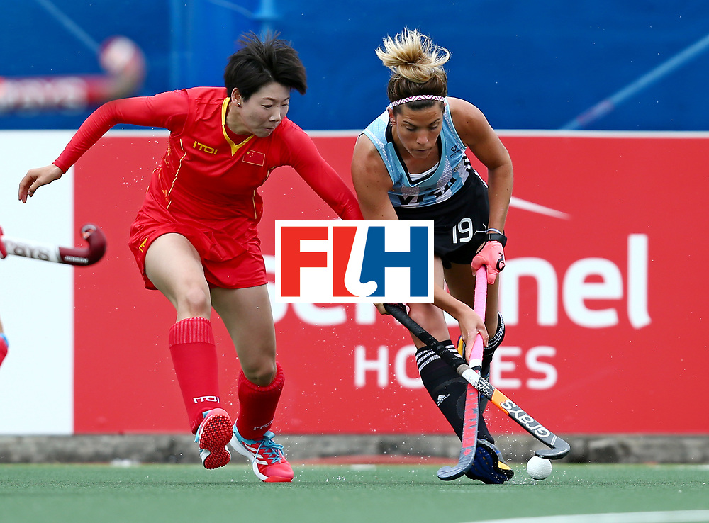 New Zealand, Auckland - 18/11/17  <br /> Sentinel Homes Women&rsquo;s Hockey World League Final<br /> Harbour Hockey Stadium<br /> Copyrigth: Worldsportpics, Rodrigo Jaramillo<br /> Match ID: 10294 - ARG vs CHN<br /> Photo: (19) ALBERTARIO Agustina crash against (22) ZHONG Mengling
