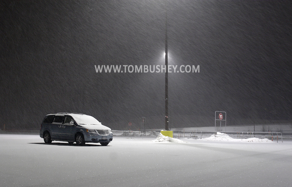 Town of Wallkill, NY - A minivan is parked in the lot at the Galleria at Crystal Run during a snowstorm on the night of Feb. 29, 2008.