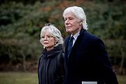 Uitvaart Mies Bouwman in een crematorium in Leusden.<br /> <br /> Op de foto:  Paul van Vliet en partner
