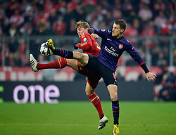 13.03.2013, Fussball Champions League Achtelfinale Rückspiel: FC Bayern München - FC Arsenal London, In der Allianz-Arena München.  v.li: Toni Kroos (Bayern München) gegen Aaron Ramsey (Arsenal London).