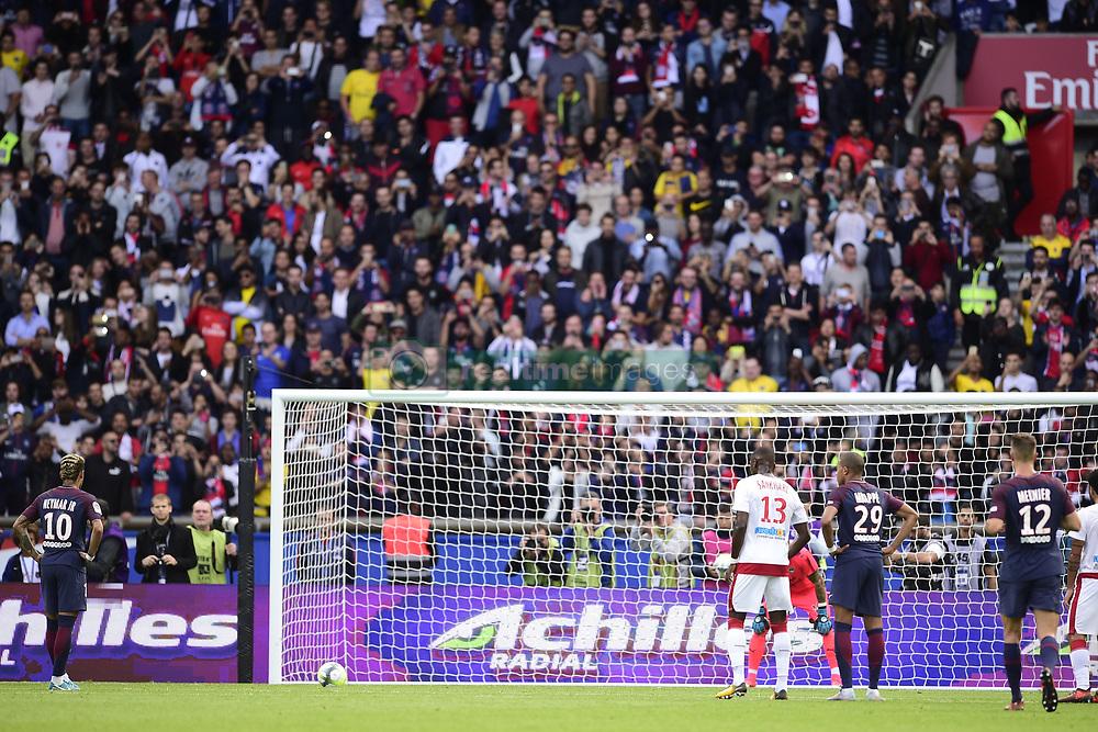 September 30, 2017 - Paris, France, France - penalty de Neymar Jr  (Credit Image: © Panoramic via ZUMA Press)