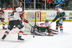 12.12.2014, Curt Fenzel Stadion, Augsburg, GER, DEL, Augsburger Panther vs Koelner Haie, 26. Runde, im Bild l-r: im Zweikampf, Aktion, mit Ryan Jones #28 (Koelner Haie), Chris Mason #31 (Augsburger Panther) und James Bettauer #15 (Augsburger Panther) // during Germans DEL Icehockey League 26th round match between Augsburger Panther vs Koelner Haie at the Curt Fenzel Stadion in Augsburg, Germany on 2014/12/12. EXPA Pictures © 2014, PhotoCredit: EXPA/ Eibner-Pressefoto/ Kolbert<br /> <br /> *****ATTENTION - OUT of GER*****