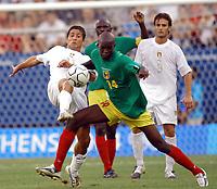 Fotball<br /> Olympiske leker i Aten<br /> Italia v Mali<br /> Kvartfinale<br /> 21. august 2004<br /> Foto: Digitalsport<br /> NORWAY ONLY<br /> Italian player N*11 SCULLI GIUSEPPE and Mali N*14 SISSOKO MOMO
