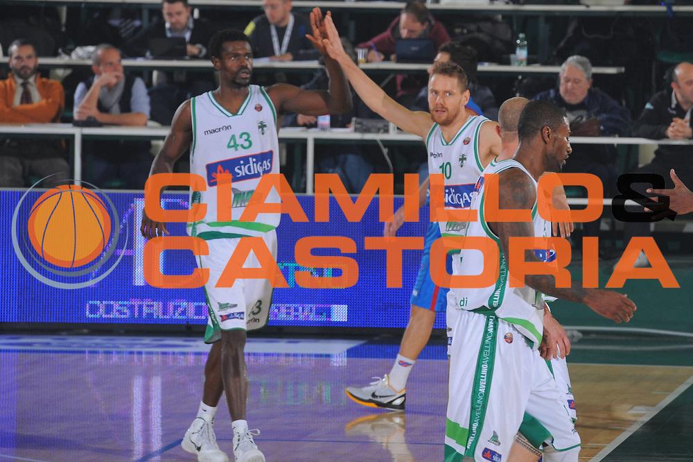 DESCRIZIONE : Avellino Lega A 2011-12 Sidigas Avellino Novipiu Casale Monferrato<br /> GIOCATORE : Linton Johnson<br /> SQUADRA : Sidigas Avellino<br /> EVENTO : Campionato Lega A 2011-2012<br /> GARA : Sidigas Avellino Novipiu Casale Monferrato<br /> DATA : 20/11/2011<br /> CATEGORIA : esultanza<br /> SPORT : Pallacanestro<br /> AUTORE : Agenzia Ciamillo-Castoria/GiulioCiamillo<br /> Galleria : Lega Basket A 2011-2012<br /> Fotonotizia : Avellino Lega A 2011-12 Sidigas Avellino Novipiu Casale Monferrato<br /> Predefinita :