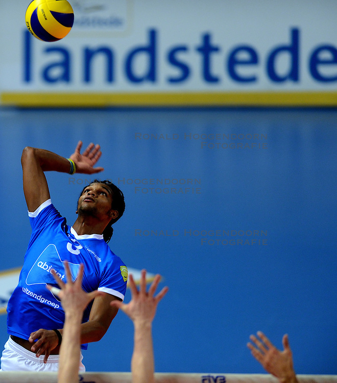 16-02-2013 VOLLEYBAL: CUP FINAL4 AMBIANT LYCURGUS - FIRMX ORION: ZWOLLE<br /> Orion wint vrij eenvoudig de halve finale met 3-0 / Edson Felicissimo<br /> ©2013-WWW.FOTOHOOGENDOORN.NL