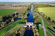 Nederland, Flevoland, Zeewolde, 24-10-2013. Hoge Knarsluis in de Knardijk voor het water van de Hoge Vaart.<br /> Sluice near Zeewolde in the Flevoland polder for flood protection and flood.<br /> luchtfoto (toeslag op standaard tarieven);<br /> aerial photo (additional fee required);<br /> copyright foto/photo Siebe Swart.