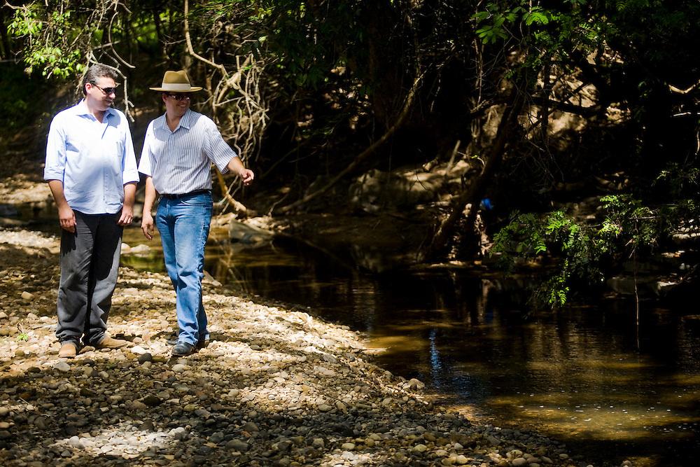 Januaria_MG, Brasil...A fazenda Agroecologica Soma, se intitula uma fazenda produtora de agua. Localiza no municipio de Januaria, a 250 km de Montes Claros, usa a tecnica de Barraginhas ou Bacias de Captacao de Agua de Chuva para recuperar os lencois freaticos e consequentemente os rios da regiao. Em 2005, foram construidas mais de 300 barraginhas na regiao, e acredita-se que o volume de agua dos lencois freaticos cresceu, inclusive com a recuperacao de um rio que corta a propriedade...Na foto, Juliano de Souza Maia e Berilo Prates Maia Filho, proprietarios da fazenda e responsaveis pela aplicacao da tecnologia na regiao, no Rio Tamboril...The Soma Agroecology farm, is called a farm producing water. Located in the city of Januaria, 250 km from Montes Claros, uses the technique  rainwater catchment to recover the ground water and consequently the rivers of the region. On 2005, they built 300 dam or rainwater catchment in the region, and it is believed that the volume of water of groundwater has grown, including the recovery of a river in the property...In the photo, Juliano de Souza Maia and Maia Beryl Prates Filho, They are the farm owners, They use the technology in the region, the Tamboril river...Foto: BRUNO MAGALHAES / NITRO